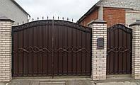 Кованые ворота распашные с профнастилом