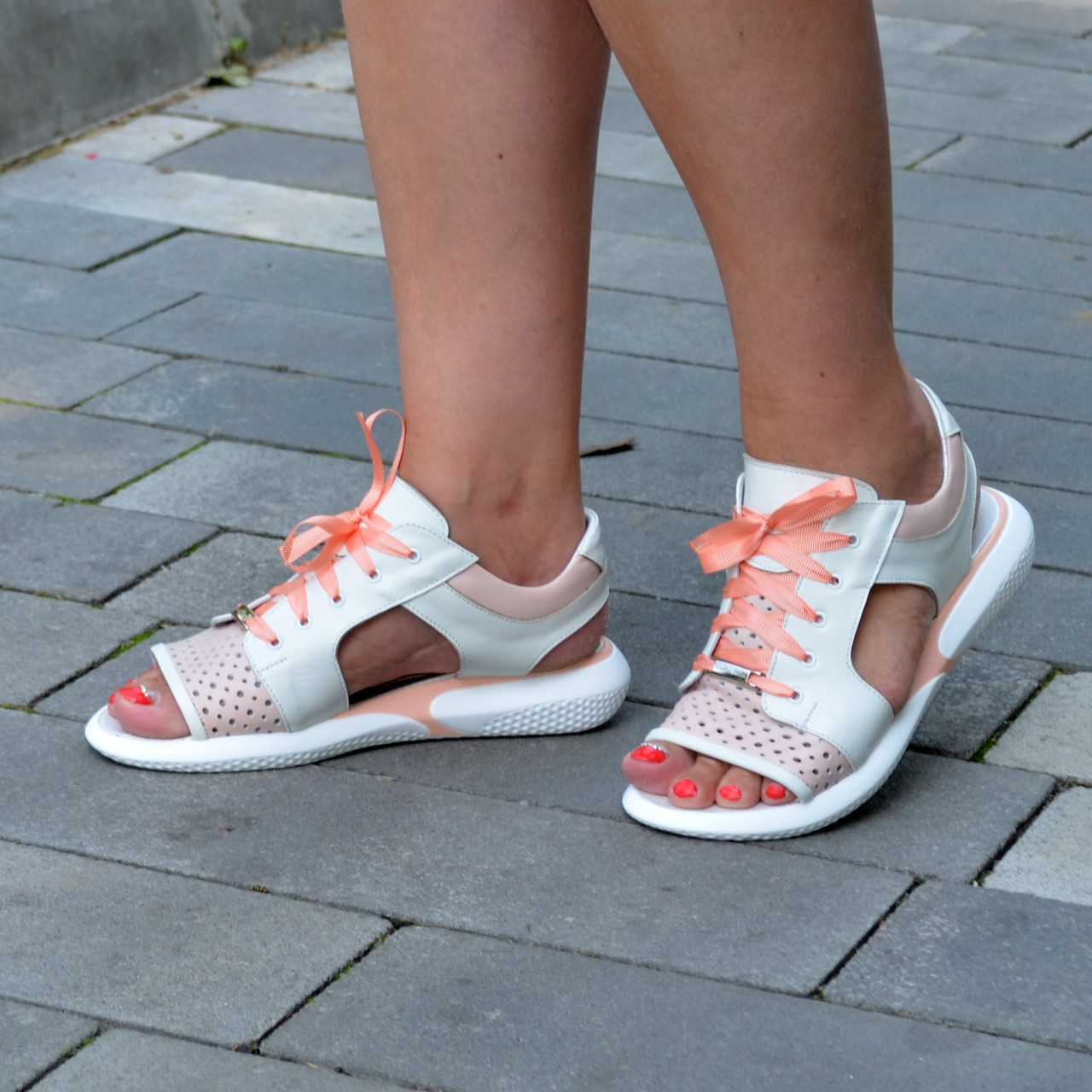 Босоножки спортивные кожаные на шнурках, цвет белый/пудра
