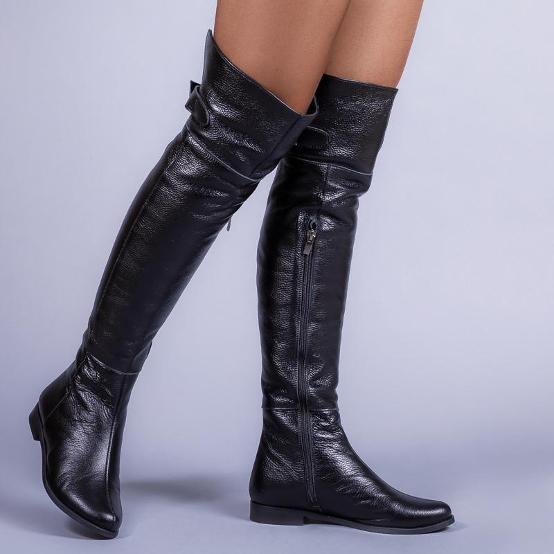 Ботфорты кожаные черные. Цвет материала и сезон на выбор.