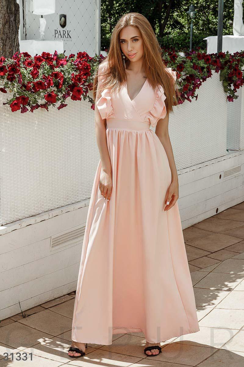 Нежное вечернее платье на фиксируемый запа́х цвет персиковый