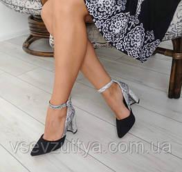 Туфлі жіночі на каблуку з ремінцем.