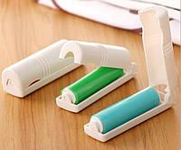 Многоразовый складной ролик-липучка для чистки одежды и велюровой обуви зеленого цвета