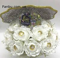 Ракушка с белыми розами,конфетами и чаем в форме сердца для любимого человека