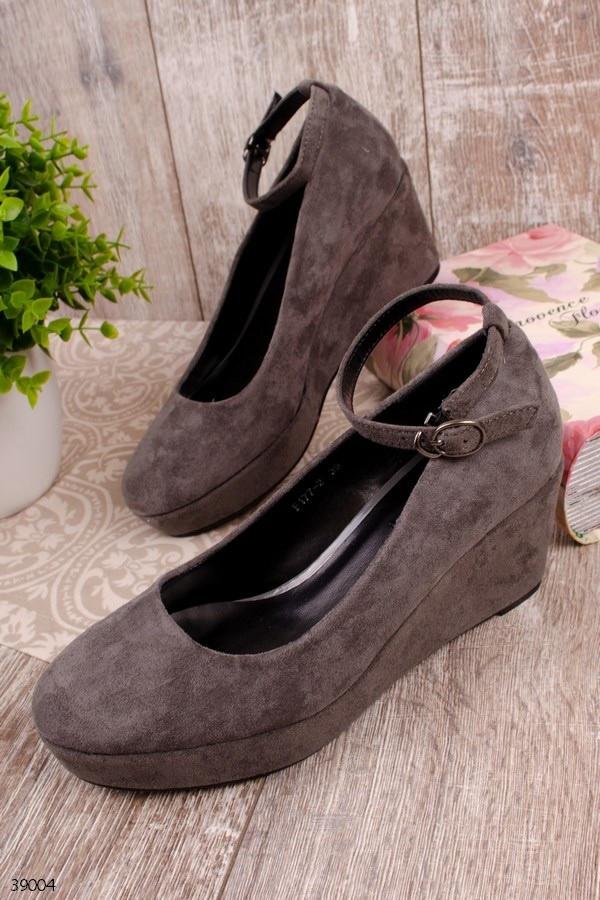 Женские туфли серые на танкетке 7,5 см эко-замш