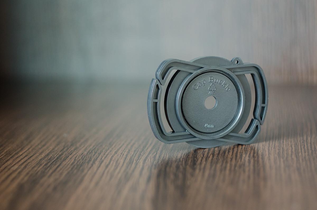Тримач Alloet для кришки на ремінь фотоапарата 40.5 мм/49 мм/62 мм.