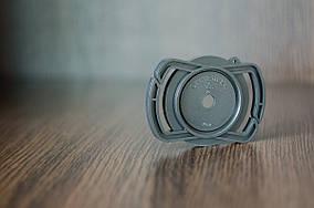 Держатель Alloet для крышки на ремень фотоаппарата 40.5 мм/49 мм/62 мм.