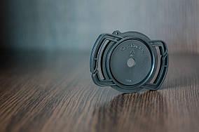 Держатель Alloet для крышки на ремень фотоаппарата 52 мм/58 мм/67 мм.
