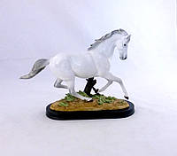 Статуэтка Конь на скаку белый 33*24*12 Гранд Презент SM00573A