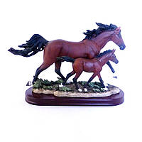 Статуэтка Семья лошадей с жеребенком Гранд Презент SM00139-3