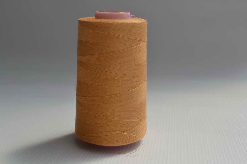 Швейные нитки разных цветов 782