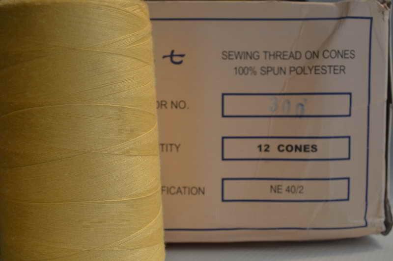 Швейные нитки разных цветов 783