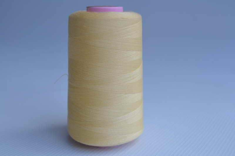 Швейные нитки разных цветов 784