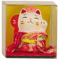 Манеки-неко в красном кимоно