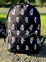 Рюкзак серый с большим внешним карманом на молнии принт кроссовки
