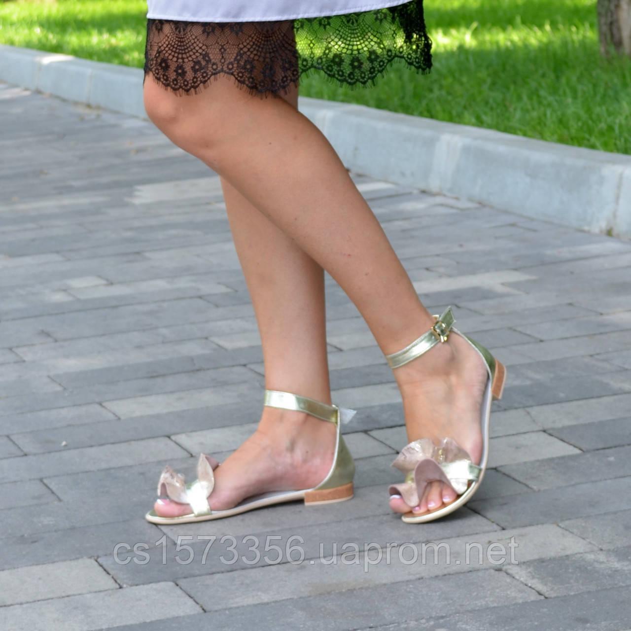 Босоножки женские кожаные на низком ходу, цвет золото