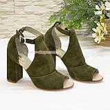 Женские замшевые босоножки на устойчивом каблуке, цвет оливковый, фото 3