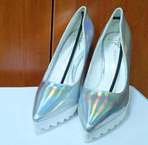 Модні туфлі на товстому каблуці