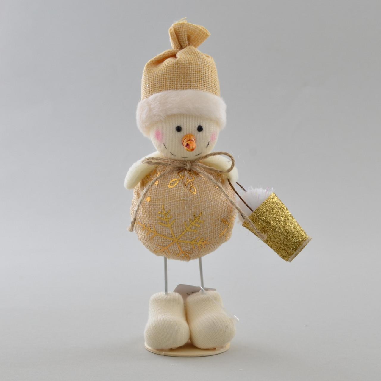 Снеговик декорированный золотом