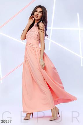 Легкое вечернее платье макси с цветочным декором цвет персиковый, фото 2