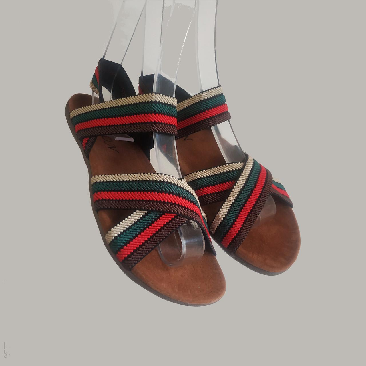 Босоніжки, шльопанці на плоскій підошві широка гумка різні кольори низький каблук
