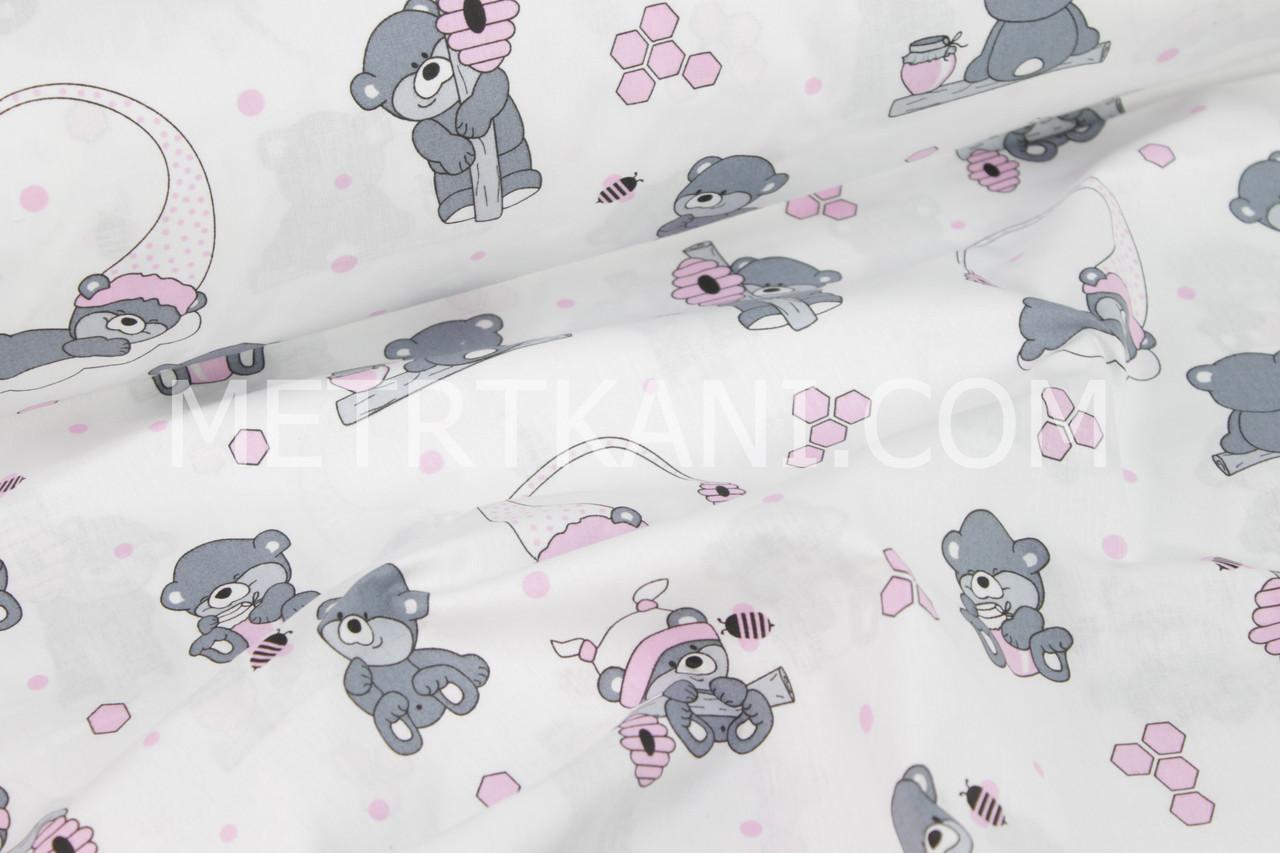 """Бязь хлопковая """"Мишки-пчеловоды"""" с розовыми сотами на белом фоне №1127"""