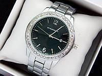 Burberry -  женские наручные часы серебристого цвета с черным циферблатом