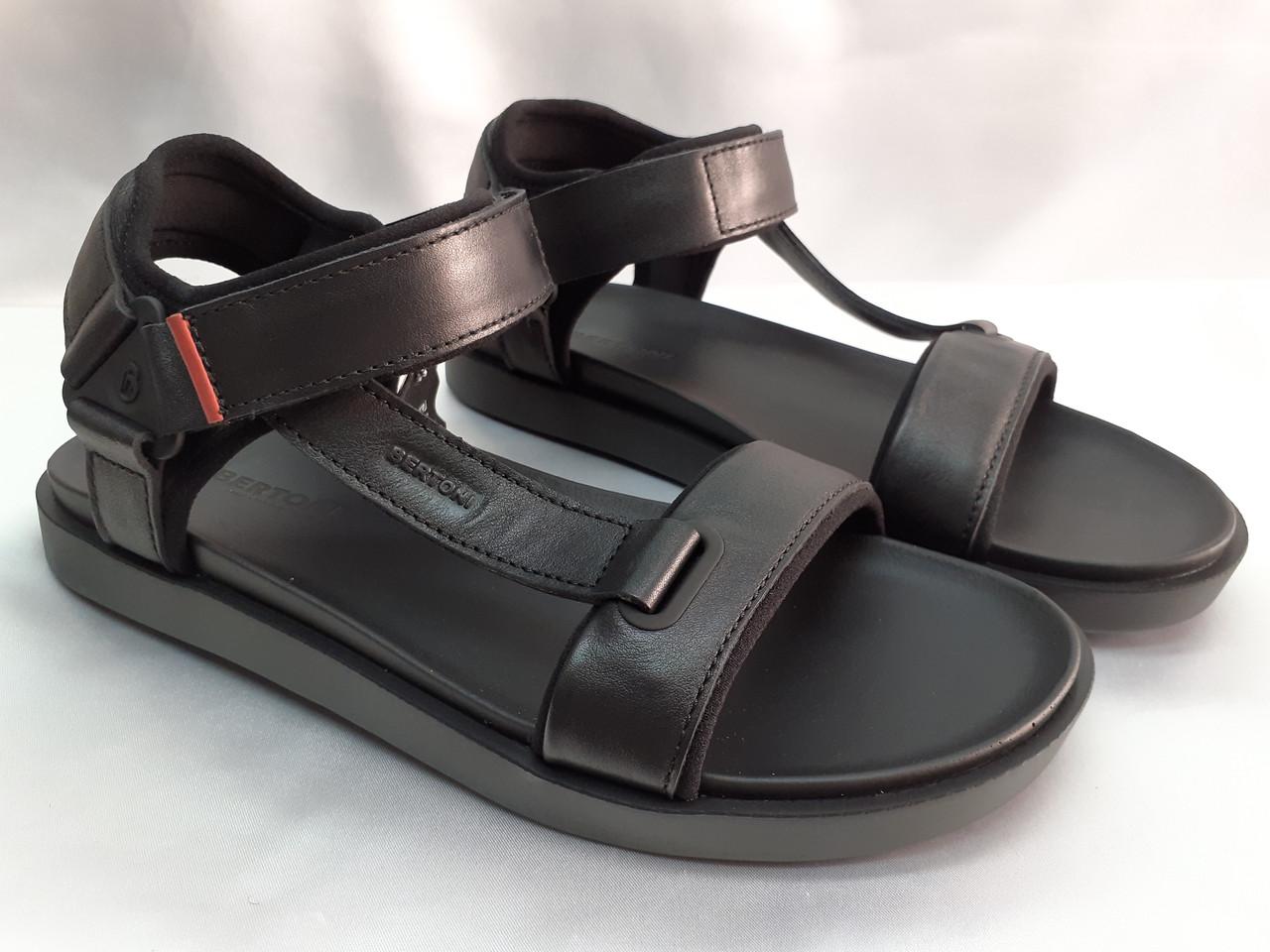 Стильные кожаные комфортные чёрные сандалии Bertoni