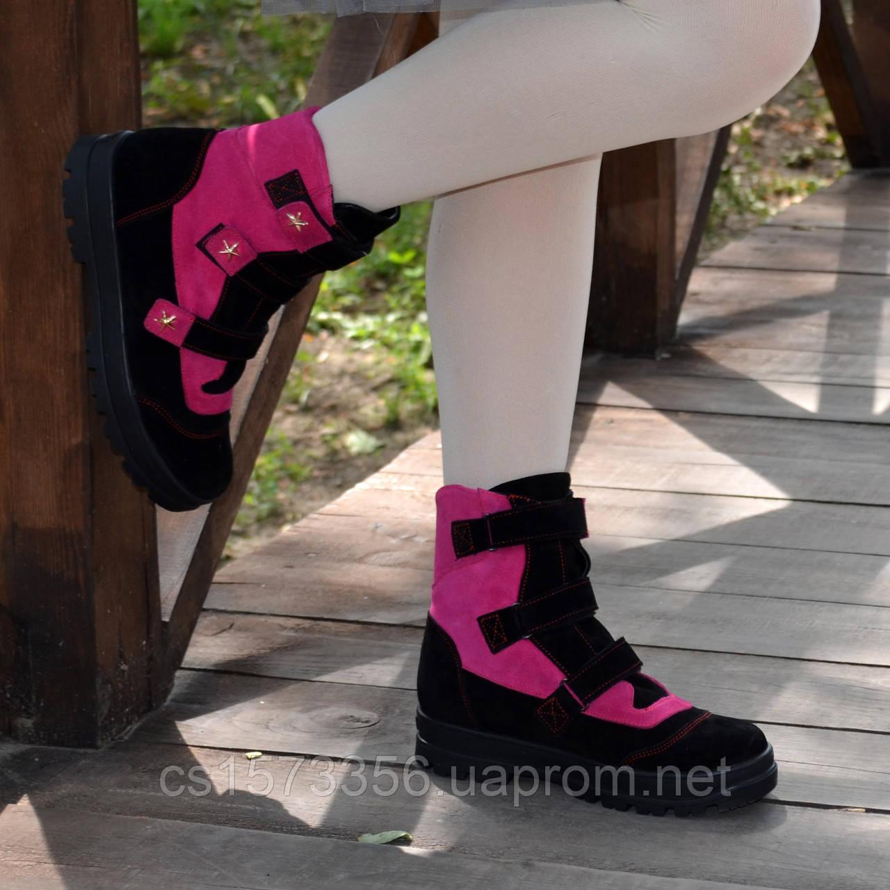 Ботинки детские замшевые на липучках. Цвет черный/фуксия