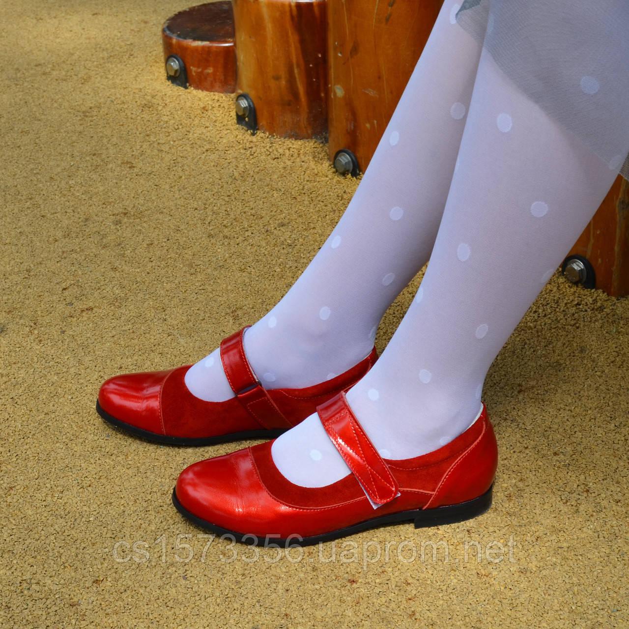 Туфли для девочки на липучках, натуральная замша и лак. Цвет красный