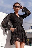 Кружевное черное платье выше колен
