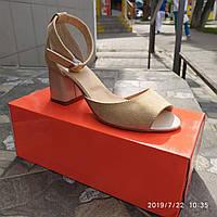 Легкие бежевые босоножки на каблуке Sunny day