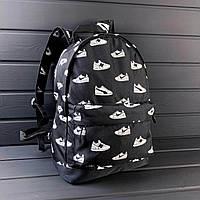 Рюкзак с кроссовками черного цвета