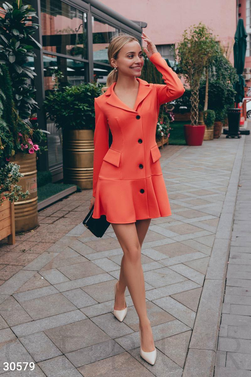 Короткое платье в деловом стиле коралловое