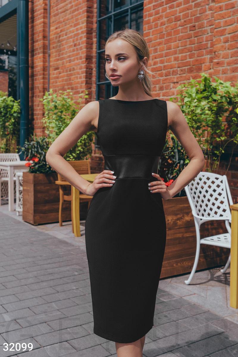Деловое приталенное платье миди черное