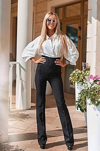 Женский офисный костюм - черные брюки и белая блузка