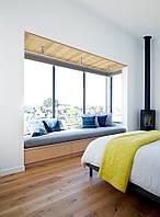 Мягкая зона у окна в современном стиле