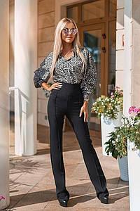Женский костюм - брюки и блузка с леопардовым принтом