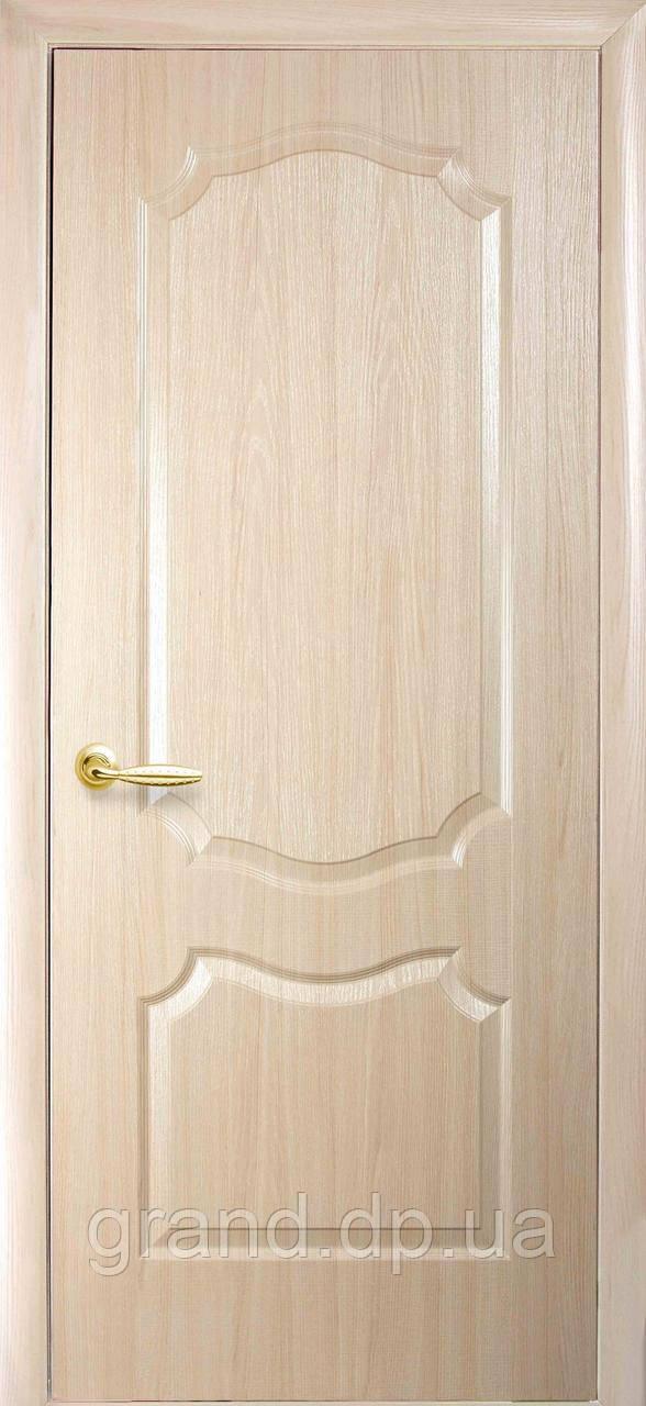 Двери межкомнатные Новый стиль Вензель ПВХ Deluxe глухая, цвет ясень