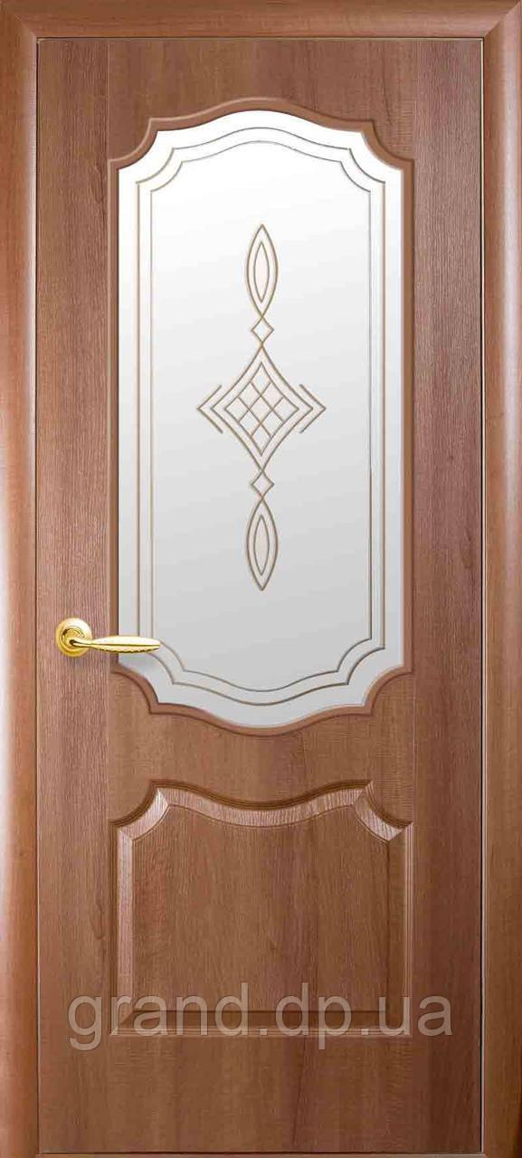 Двери межкомнатные Новый Стиль Вензель ПВХ Deluxe со стеклом и рисунком, цвет золотая ольха