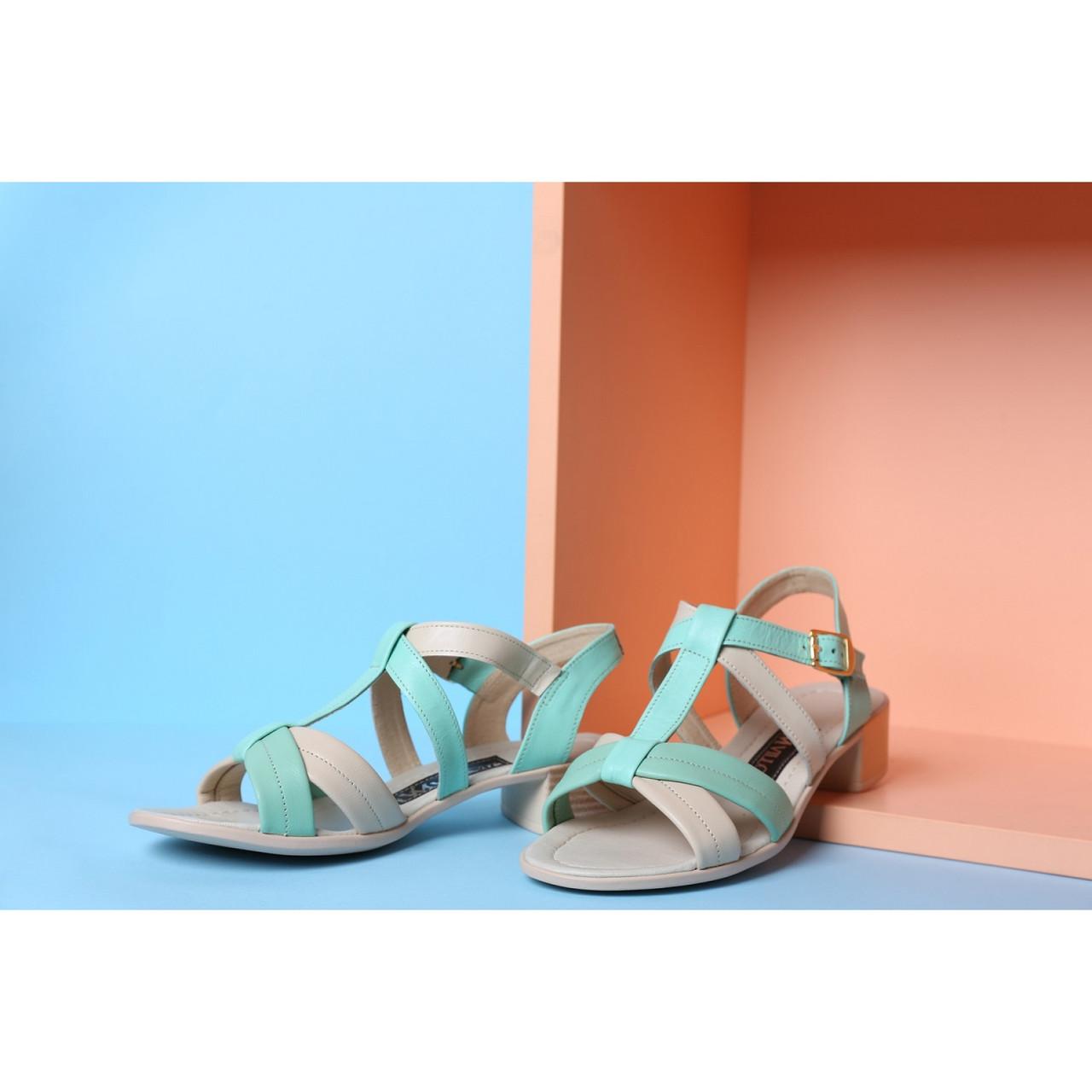 Женские босоножки на маленьком квадратном каблуке