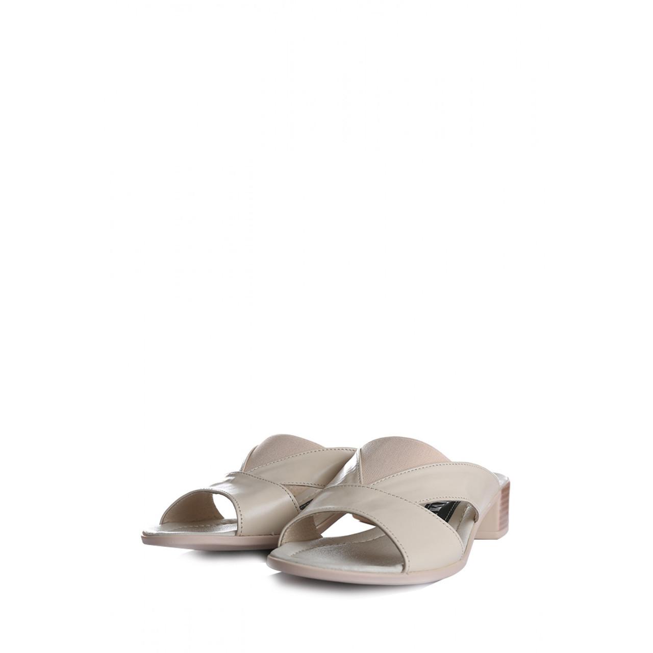 Женские шлепанцы из кожи на маленьком каблуке