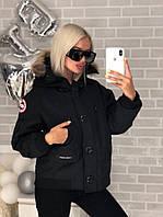 Черная женская куртка брендовой нашивкойCanada Goose (реплика)  N
