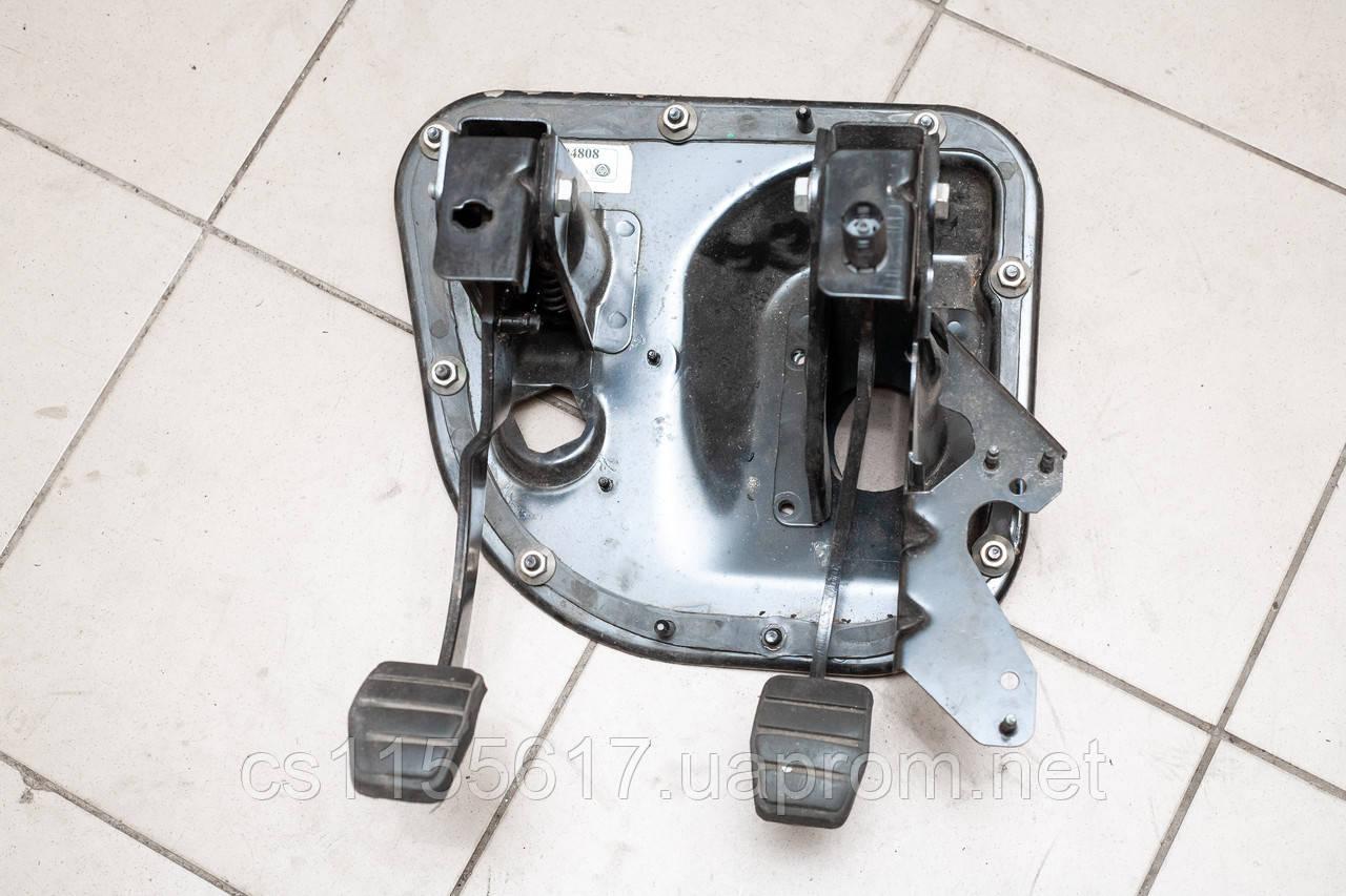 Педальный узел / блок педалей б/у Renault Master Opel Movano 2003-2010 8200404808