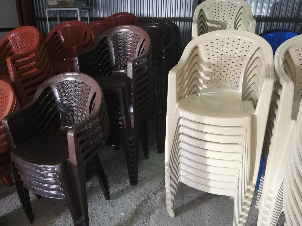 Стул пластиковый, кресло
