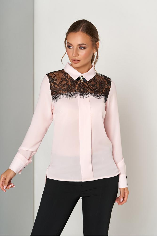Нарядная блузка с гипюром цвета пудра