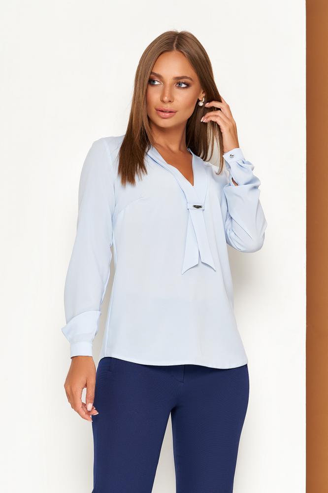 Элегантная голубая офисная блузка с завязкой