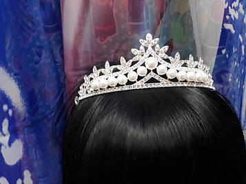 Срібна велика корона тіара з білими каменями і перлинами гірський кришталь