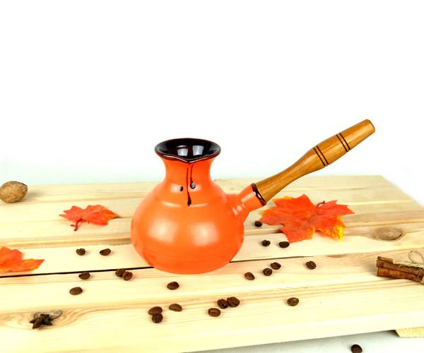 Турка оранжевая керамическая с деревянной ручкой 350 мл