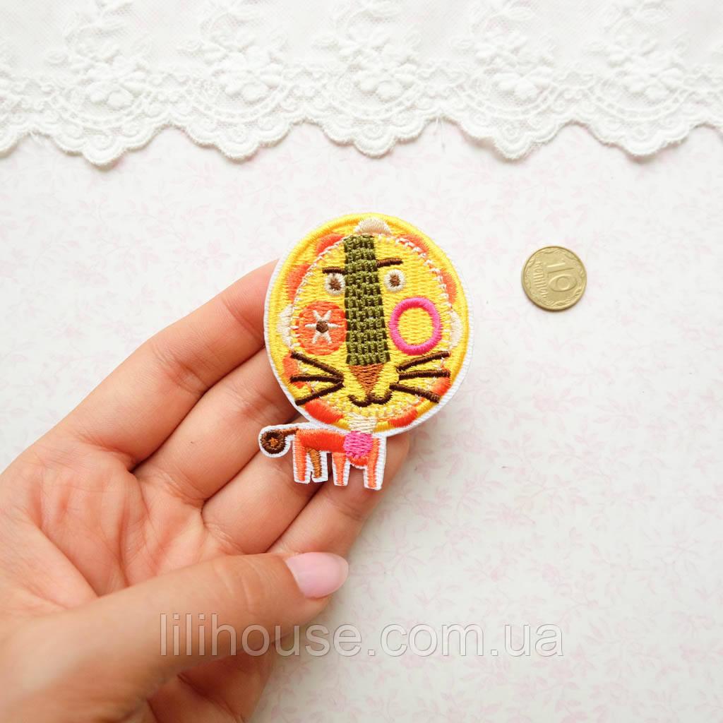 """Термонашивка, аппликация для одежды и декора """"Мультяшный лев"""" - 6*4 см"""