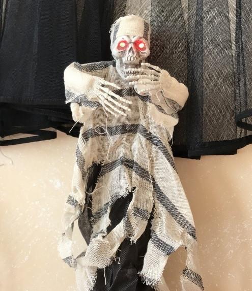 Кукла на Хэллоуин Заключенный с мигающими глазами кричит
